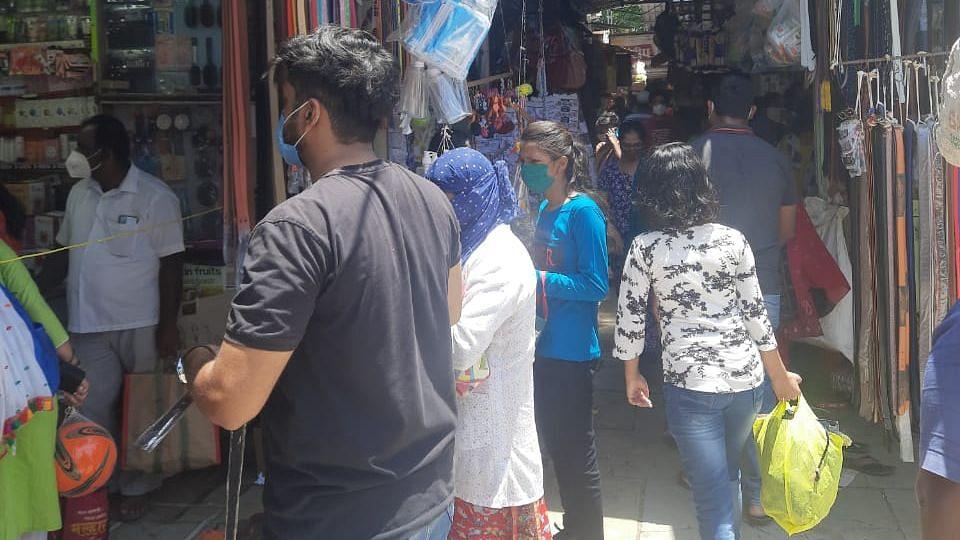 Photo Gallery : देवळाली कॅम्पचे कपडा मार्केट हाऊसफुल्ल; शहरातही गर्दी वाढली