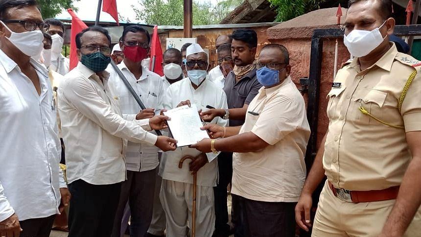 महागाई विरोधात नेवाशात भारतीय कम्युनिस्ट पक्षाची निदर्शने