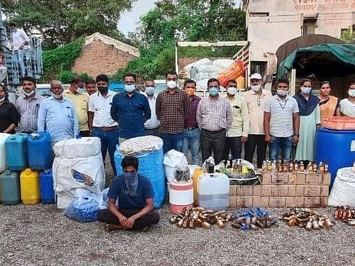 श्रीरामपुरात बनावट मद्य निर्मिती करणार्या कारखान्यावर छापा