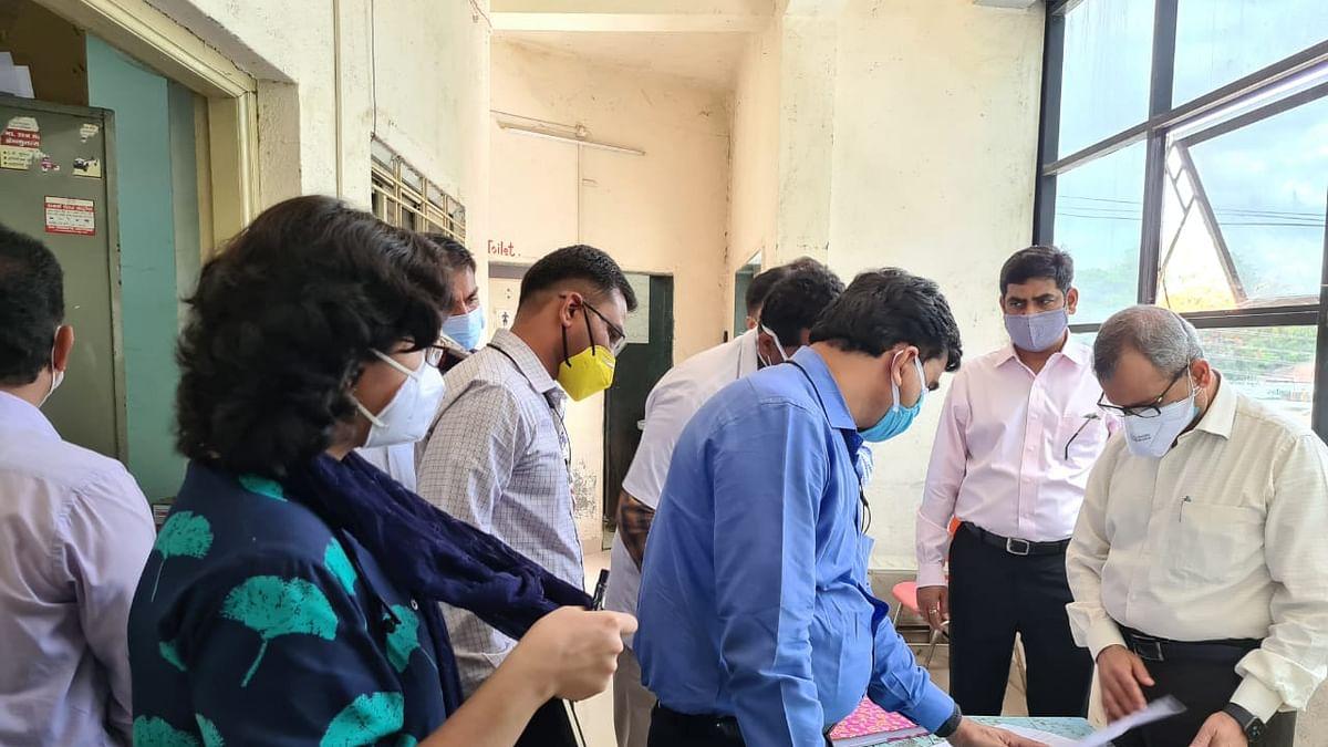 जिल्हाधिकाऱ्यांची ग्रामीण रुग्णालयाला अचानक भेट; आरोग्य यंत्रणेचा घेतला आढावा