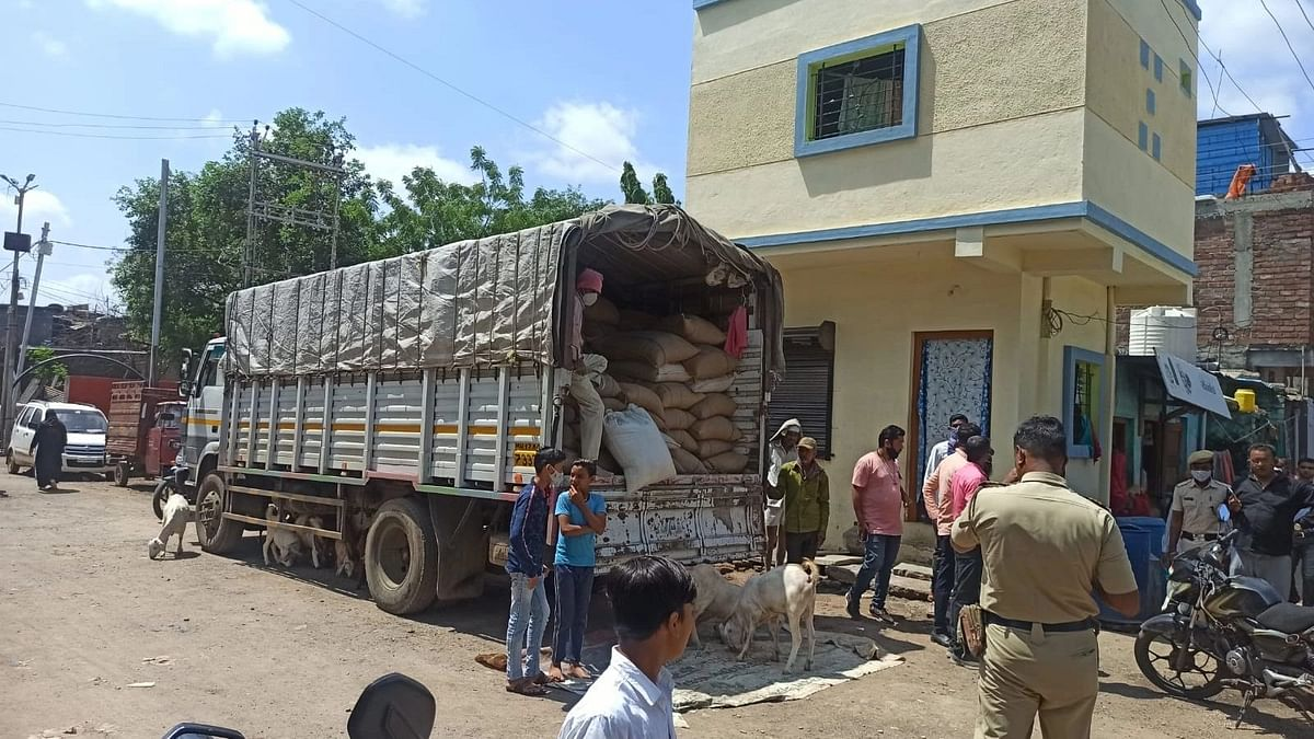 विनापरवाना रेशनच्या गहू, तांदूळाची वाहतूक करणारा ट्रक पकडला