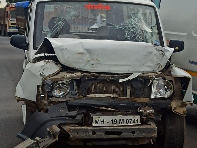 जळगाव पोलिसांच्या वाहनाचा मालेगावजवळ अपघात