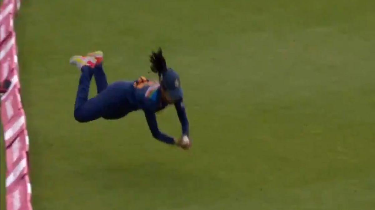 Video : हरलीन देओलचे दोन सुपर-डुपर झेल तुम्ही पाहिलेत का?