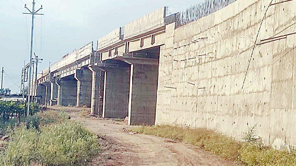 तेरा वर्षां नंतरही रस्त्याचे काम अपूर्णावस्थेत