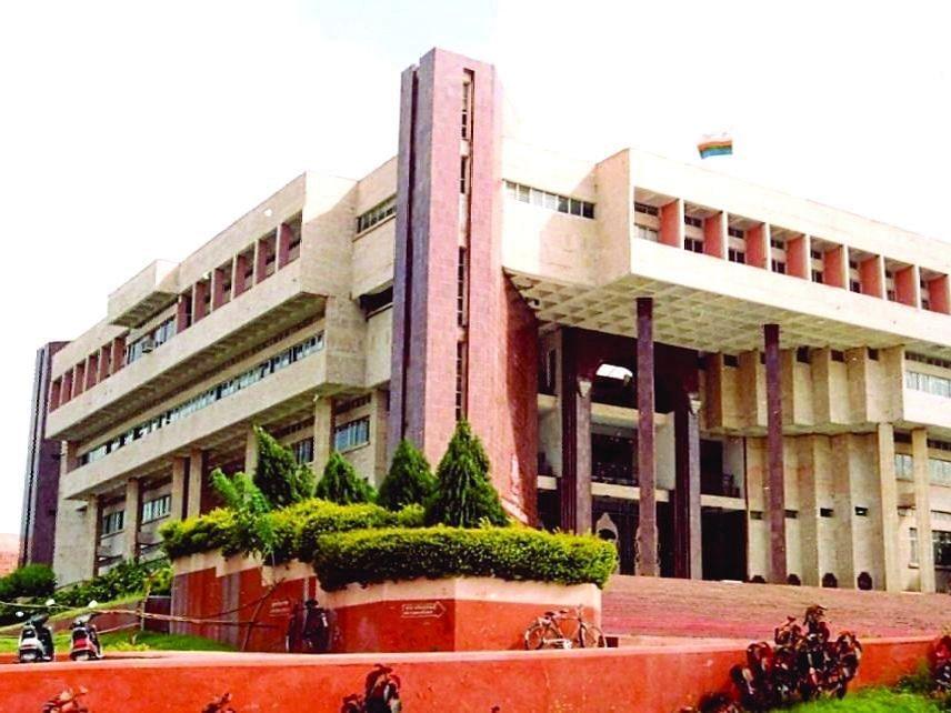 प्रभारी कुलसचिवांंच्या विरोधात विद्यापीठ कर्मचारी कृती समितीची कुलगुरुंकडे तक्रार
