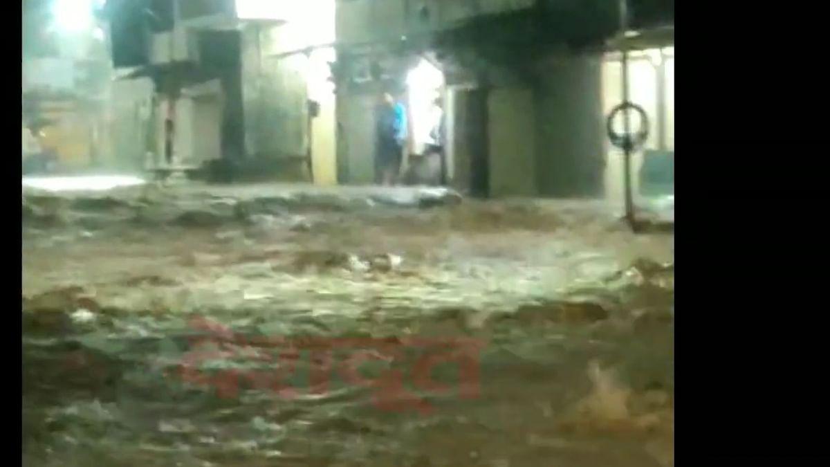 Video : त्र्यंबकेश्वरमध्ये अनेक दुकानांत शिरले पाणी