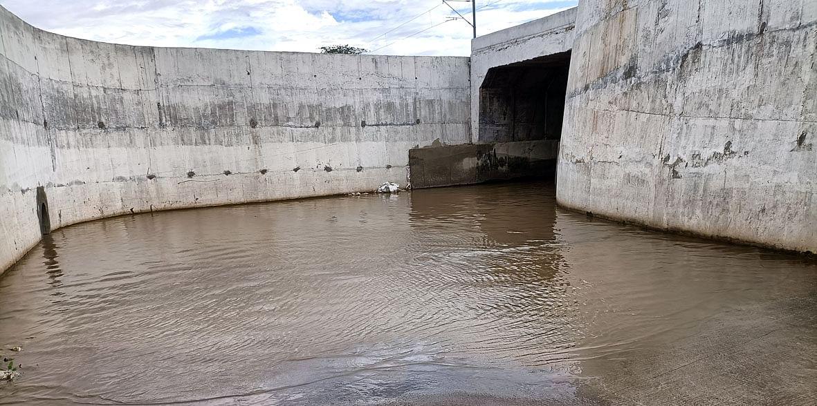 रेल्वेच्या भुयारी पुलाखाली पाणी साचल्यामुळे वाहतूक विस्कळीत