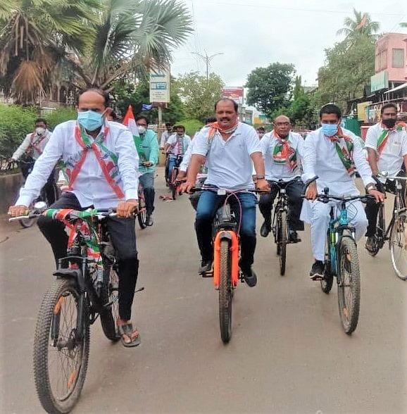 श्रीरामपूर : महागाईच्या विरोधात काँग्रेसची सायकल रॅली