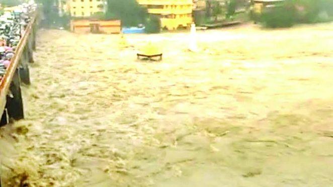CM Uddhav reviews flood situation