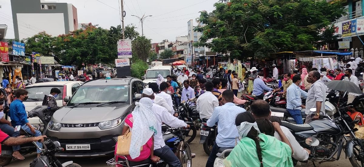 श्रीरामपुरात मेनरोड व शिवाजी रोडवर वाहतूक ठप्प