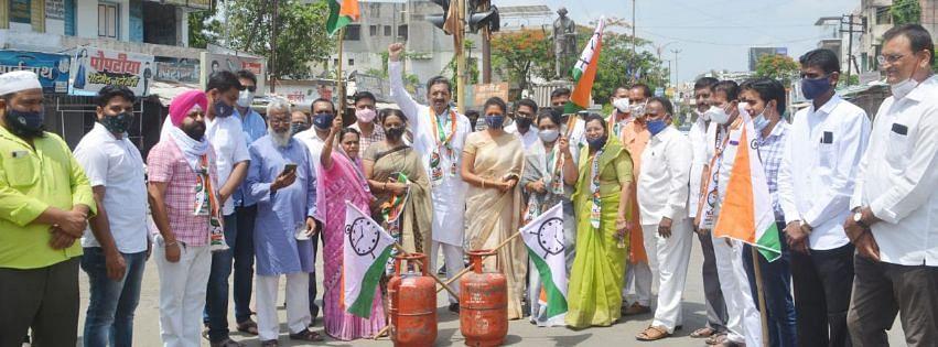 इंधन-गॅस दरवाढीविरोधात राष्ट्रवादीचेे श्रीरामपुरात आंदोलन