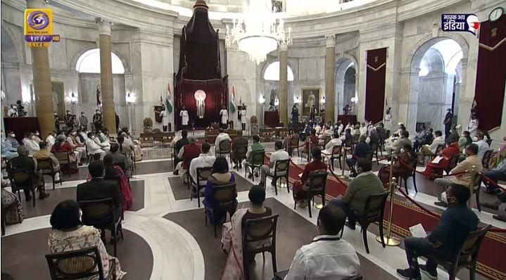 LIVE : भाजपचे नवे ४३ मंत्री घेत आहेत शपथ; पाहा संपूर्ण सोहळा