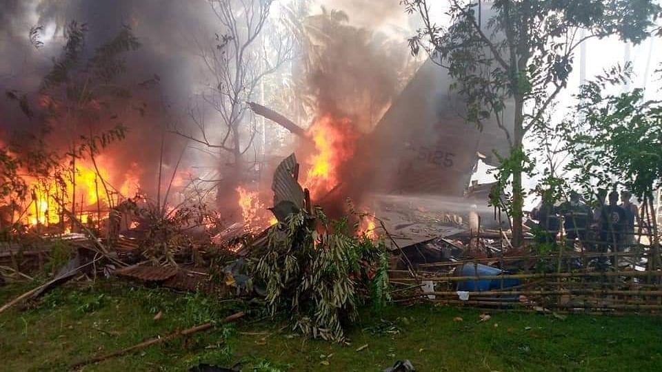 Philippine Plane Crash : मोठी दुर्घटना! ८५ जण प्रवास करणारे सैन्याचं विमान कोसळलं