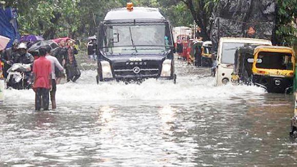 Photo Gallery : मुंबईत पावसाचे तांडव...