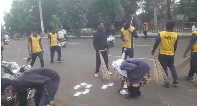 Video : गंगापूर रोडवर पडला प्लॅम्प्लेटसचा खच