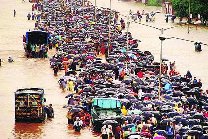 photo : २६ जुलै २००५ रोजी मुंबई का थांबली ?