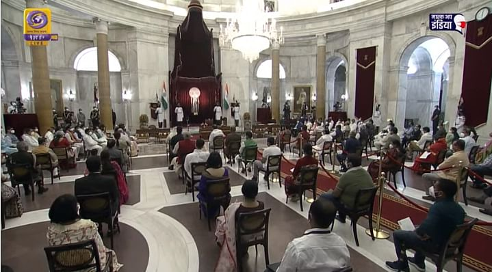 हे आहेत मोदींच्या जम्बो मंत्रीमंडळातील नवे चेहरे; महाराष्ट्रला मिळाले १ कॅबिनेट, ३ राज्यमंत्रीपदे