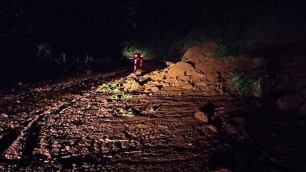 Boulders fall in Kasara Ghat