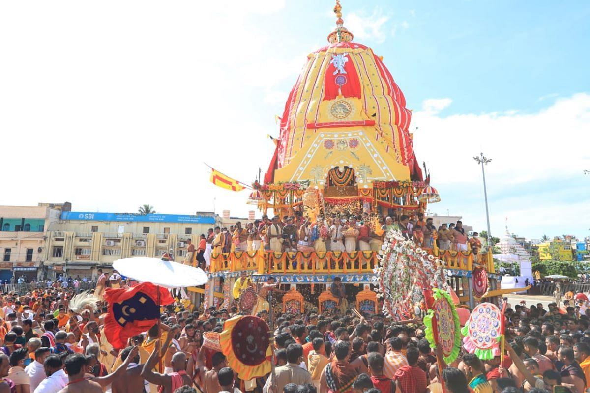 Shri Jagannath Puri Rath Yatra 2021 : करोनाच्या सावटाखाली जगन्नाथ रथयात्रेला सुरुवात