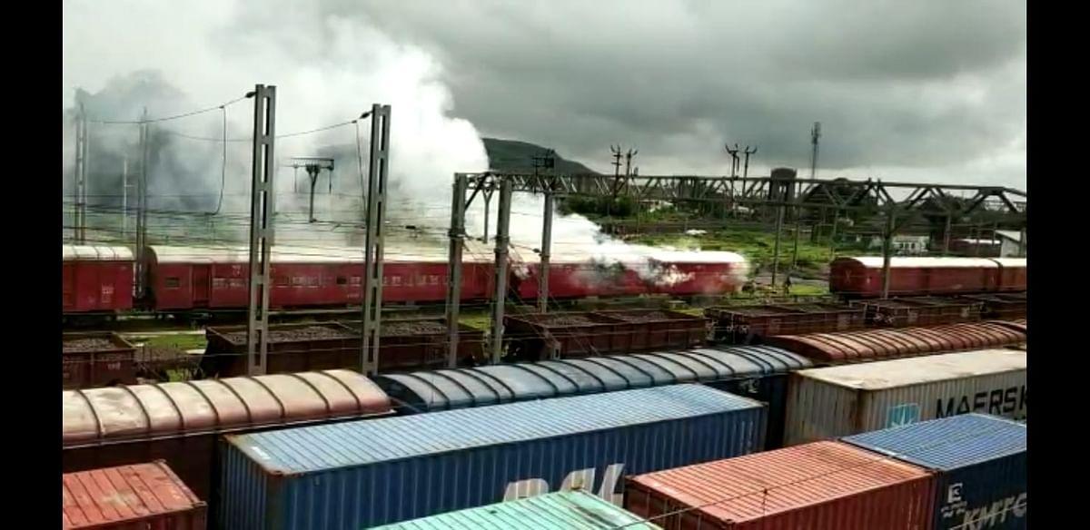 इगतपुरीत 'द बर्निंग ट्रेन'; तीन तासांच्या अथक प्रयत्नाअंती आग आटोक्यात