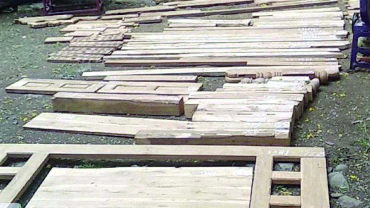 बंधारपाडा येथे ४५ हजाराचे अवैध सागवानी लाकूड जप्त