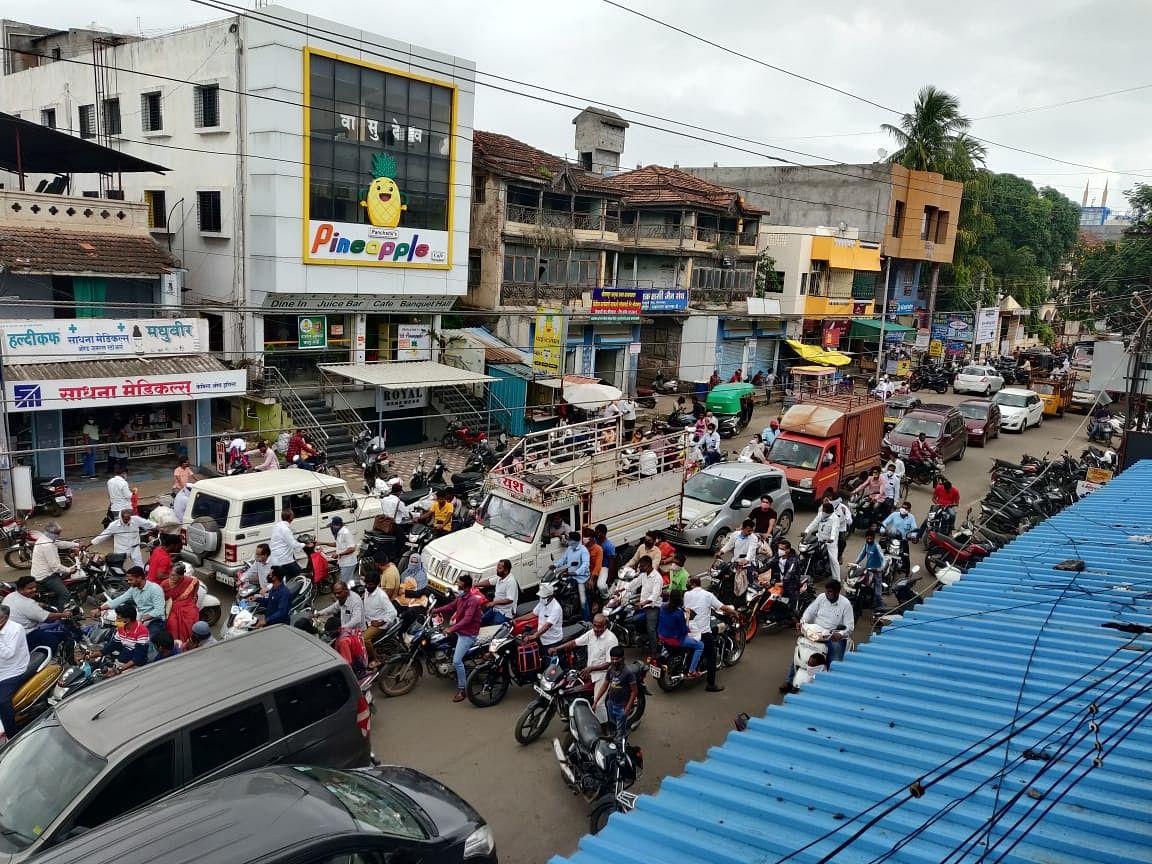श्रीरामपुरात मुख्य रस्त्यांवर अतिक्रमणांमुळे वाहतुकीचा फज्जा