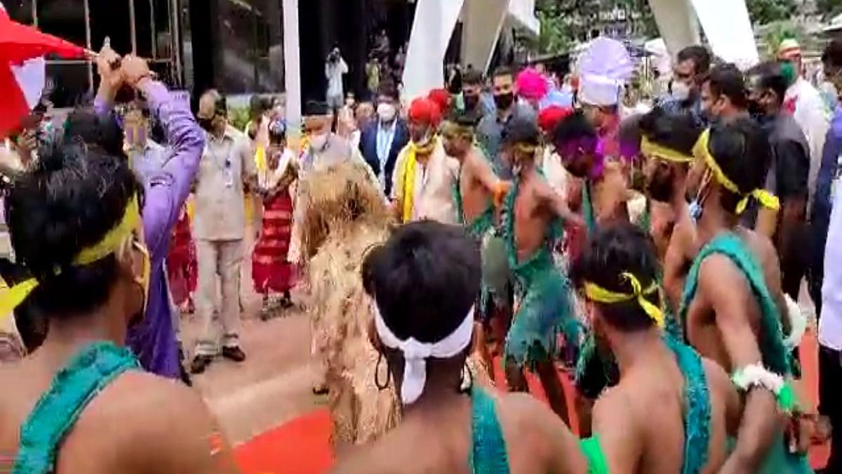 Video : विधानभवनात राज्यपाल व विधानसभा उपाध्यक्ष आदिवासी नृत्यावर थिरकतात तेव्हा; व्हिडीओ व्हायरल