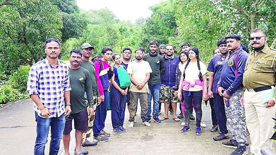 13 tourists rescued from Kulang fort