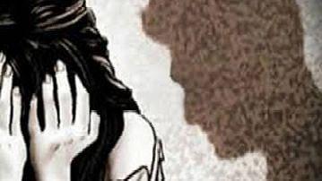 २३ वर्षीय युवतीवर अत्याचार