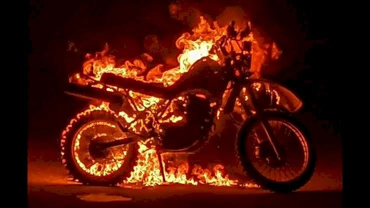 श्रीरामपुरात मोटारसायकल जाळली