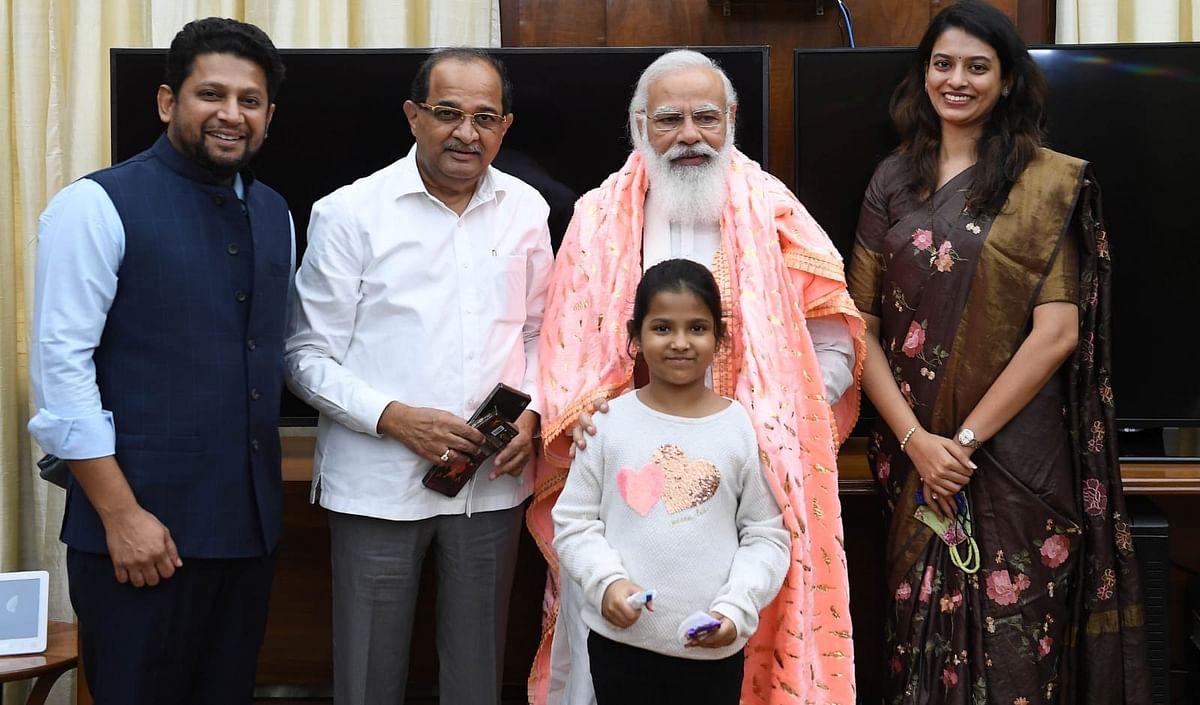 आठ वर्षीय अनिषाने घेतली पंतप्रधानांची मुलाखत