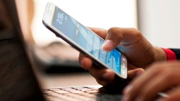 ...म्हणून अंगणवाडी सेविकांनी परत केले सरकारनं दिलेले मोबाइल