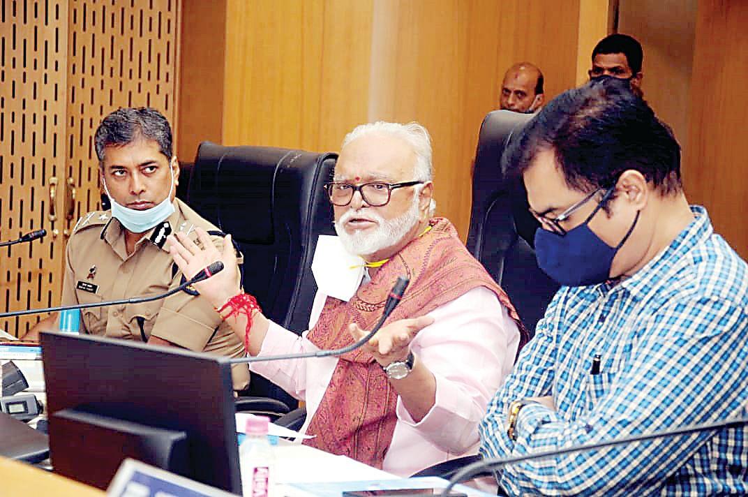 Sigh of relief as cases drop below 1K: Bhujbal