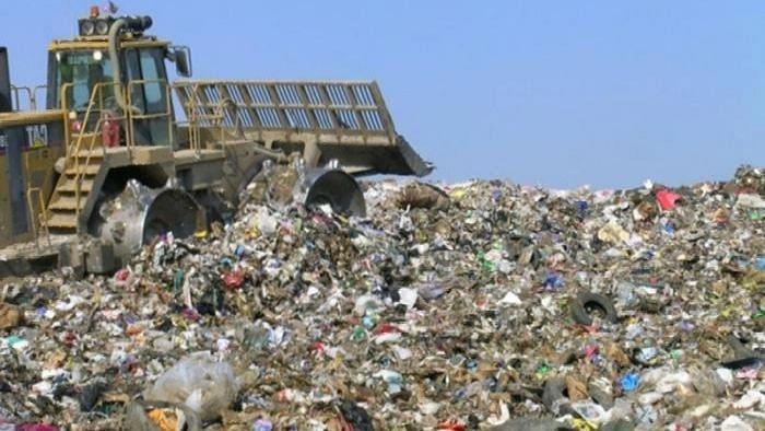 कचर्याच्या डोंगरांवर बायोमायनिंगची प्रक्रिया