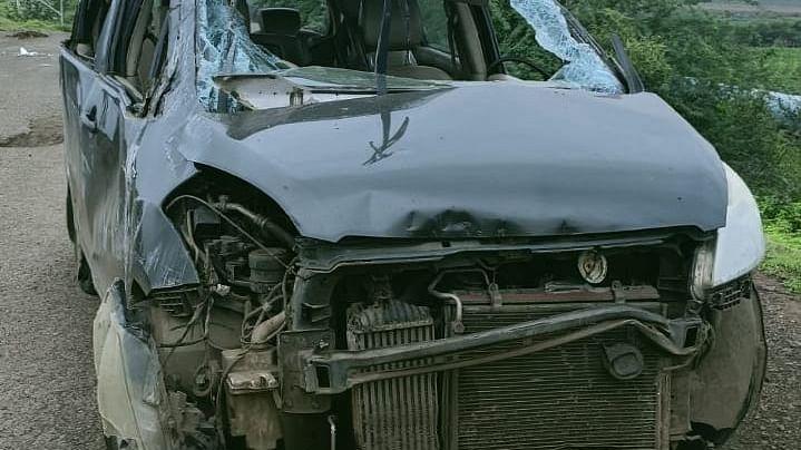 कार अपघातात कन्नडचे तीन तरुण ठार, पाच जखमी