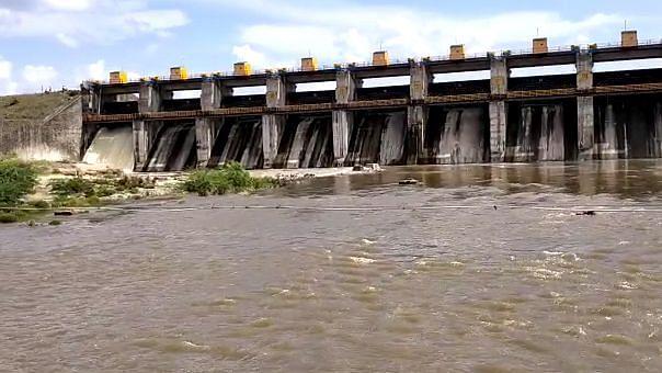 Video बोरी नदीचे वाया जाणारे पाणी डाव्या कालव्याव्दारे सोडा - आ.चिमणराव पाटील