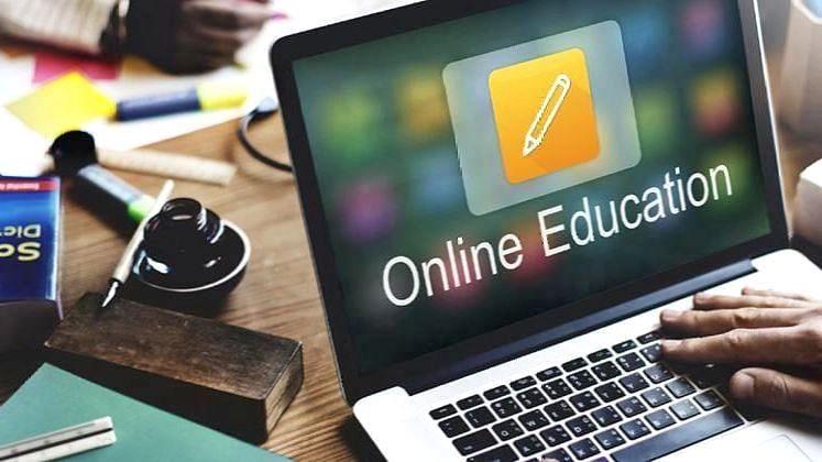 ऑनलाईन शिक्षणाने विद्यार्थी कंटाळले