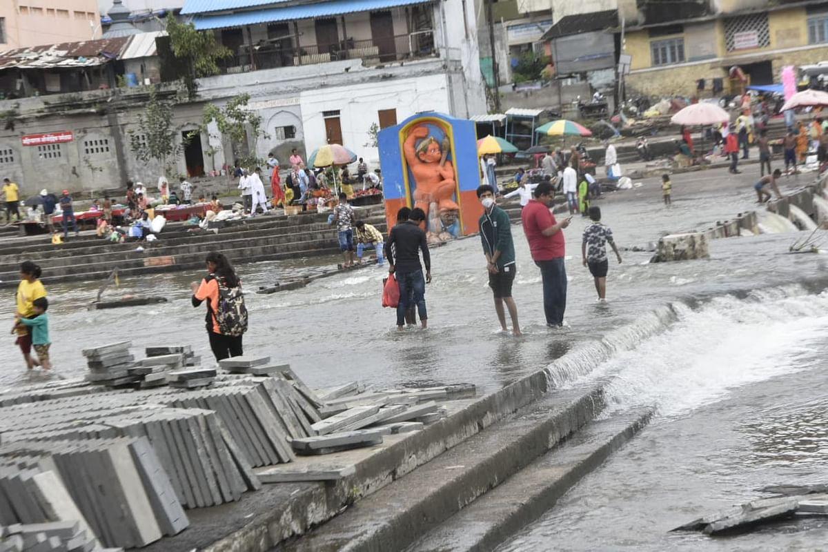 Photo पाणी ओसरताच गोदाकाठी पर्यटकांची गर्दी