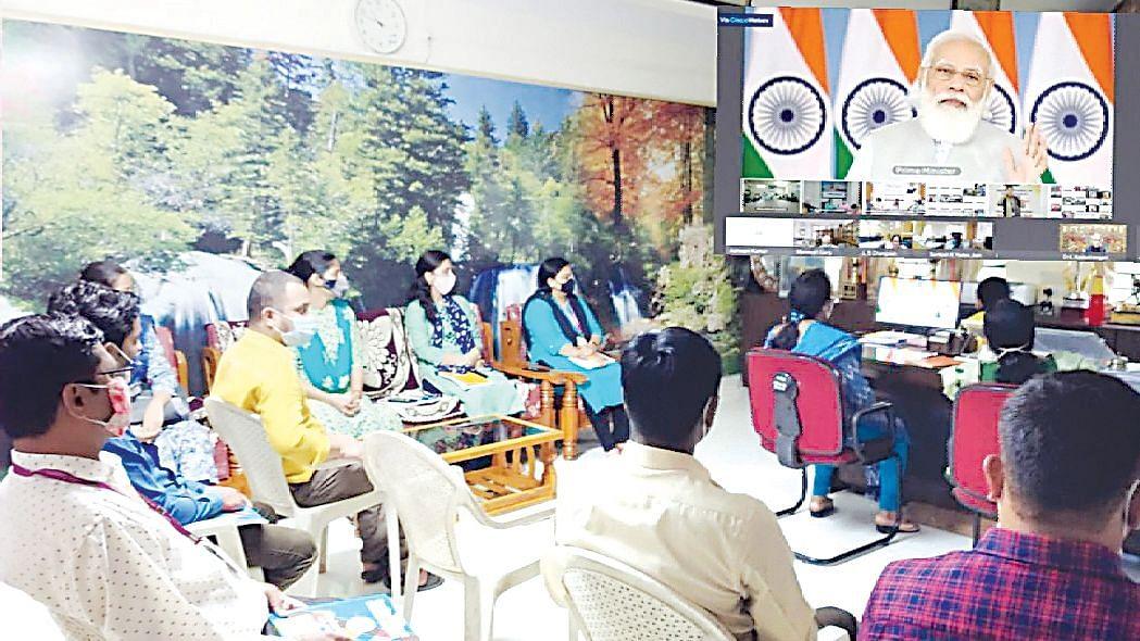 पंतप्रधानांचा शिक्षकांशी ऑनलाईन संवाद