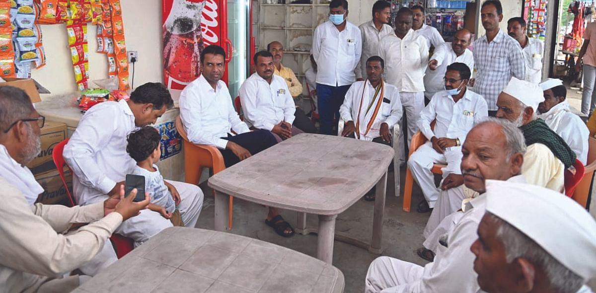 हात करताच मंत्री थांबले, घेतला टपरीवर चहा अन् साधला शेतकरी-व्यावसायिकांशी संवाद