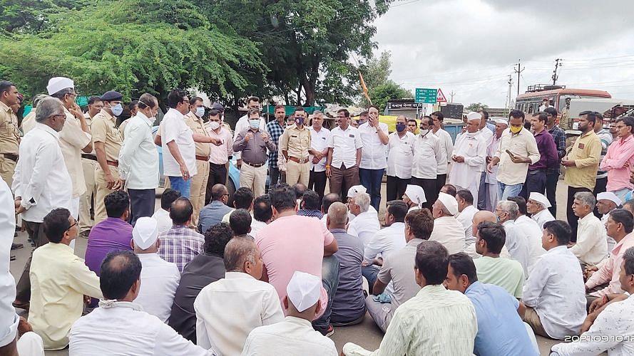 कळवणला ग्रामस्थांचे रस्ता रोको आंदोलन