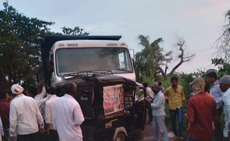 रिक्षा - डंपर अपघातात पाच जणांचा मृत्यू