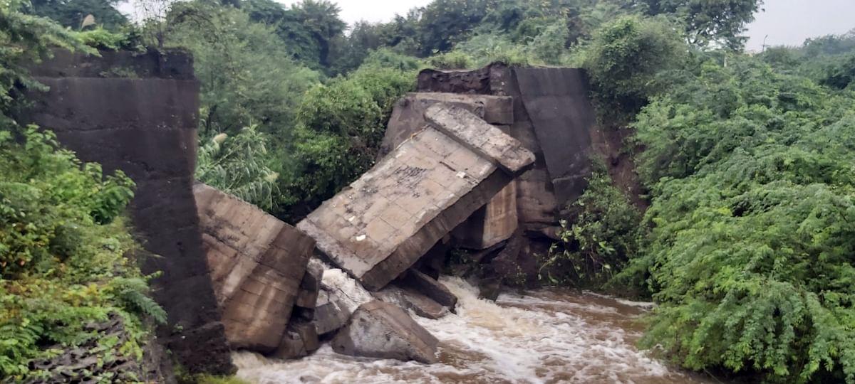 मुळा नदीवरील मानोरी-केंदळ पूल पावसामुळे कोसळला