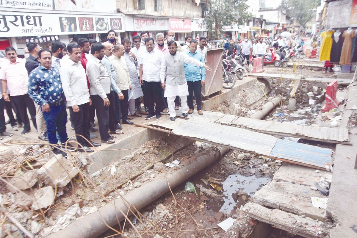 Speed up work or face agitation, warns Shiv Sena