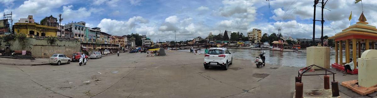 Photo : विसर्ग घटला; गोदातीरी जनजीवन पूर्वपदावर