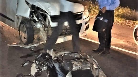 कार आणि दुचाकीचा भीषण अपघात