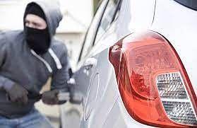 एकाच दिवशी दोन कारची चोरी