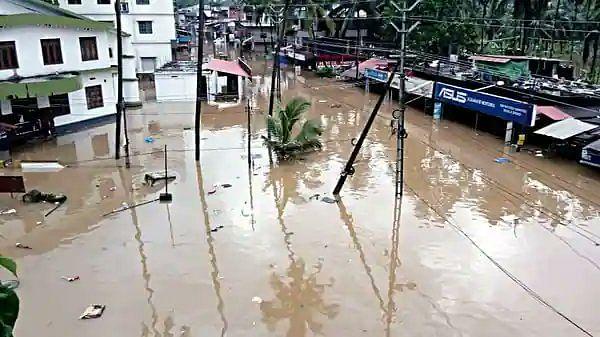 Photo : केरळमध्ये परतीच्या पावसाचा हाहाकार, नद्यांना पूर; अनेक घरं, इमारती पाण्याखाली