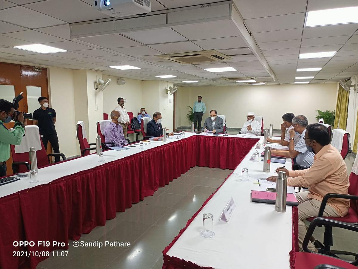 महाराष्ट्र लोकआयुक्त कायदा संदर्भात बैठक, अण्णा हजारे उपस्थित