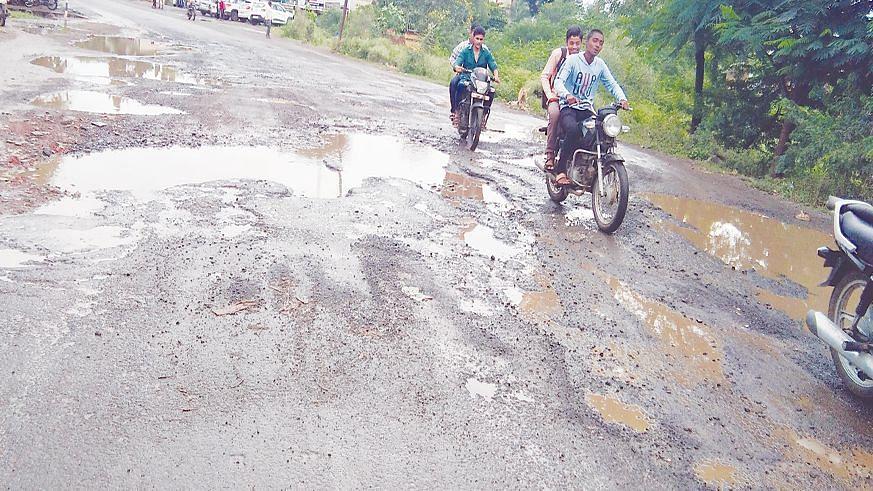 विंचूर-प्रकाशा रस्त्याची दुरुस्ती न केल्यास आंदोलन